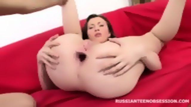 После орального секса дает себя ебать в очко