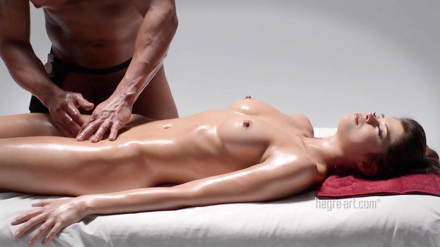 Мощный вагинальный массаж киски