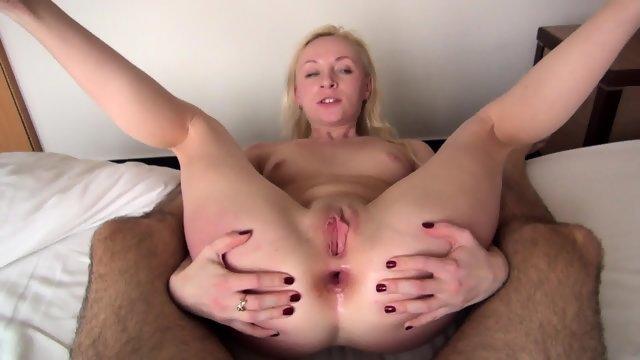 Утренний анальный секс с похотливой блондинкой