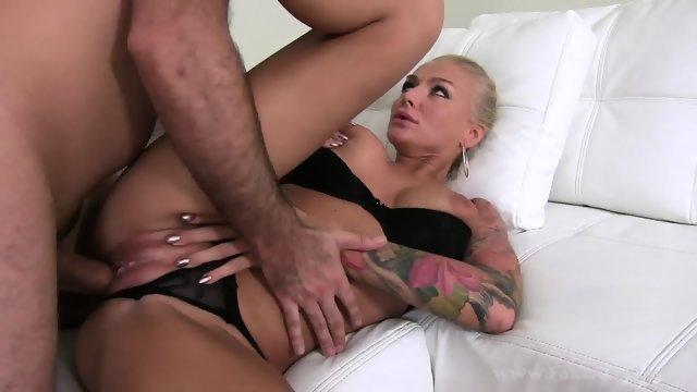 Трах очаровательной блондинки на порно кастинге