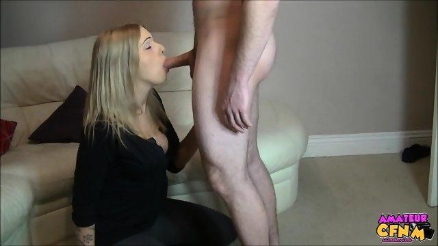 Любительский минет с молодой и развратной блондинкой
