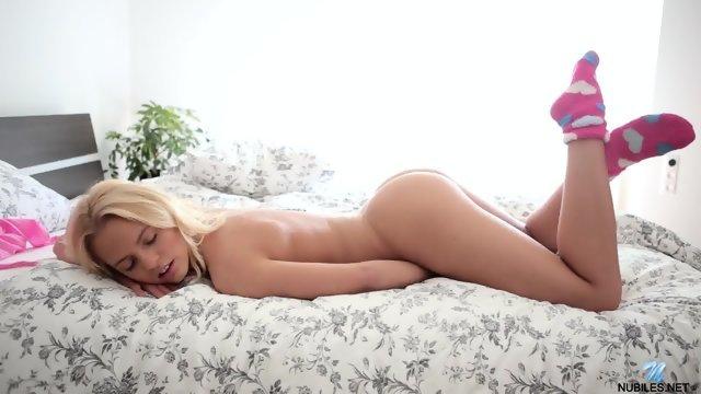 Прекрасная мастурбация молоденькой цыпочки