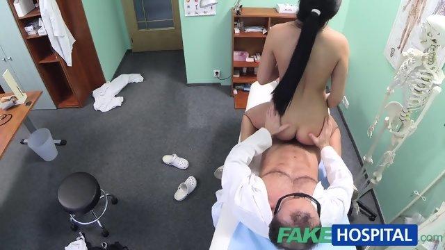 Секс пациентки и врача на скрытую камеру