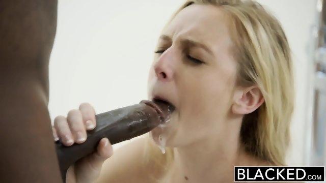 Негр умело выебал сладенькую блондинку