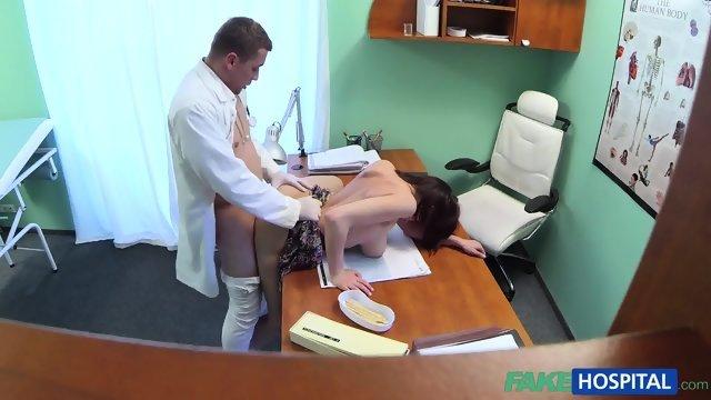 Ему удалось развести на секс молодую пациентку