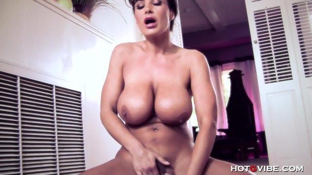 Оргазм после мастурбации женщины Лизы Энн