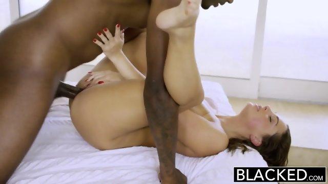 Горячее интернациональное порно с красоткой