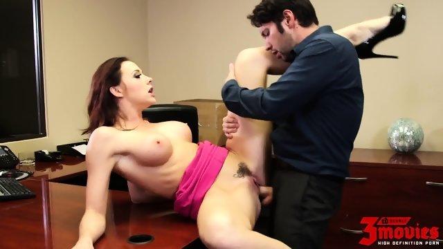 Порно в офисе новое
