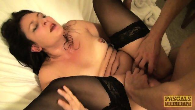 Мужик как следует ебет проститутку в чулках